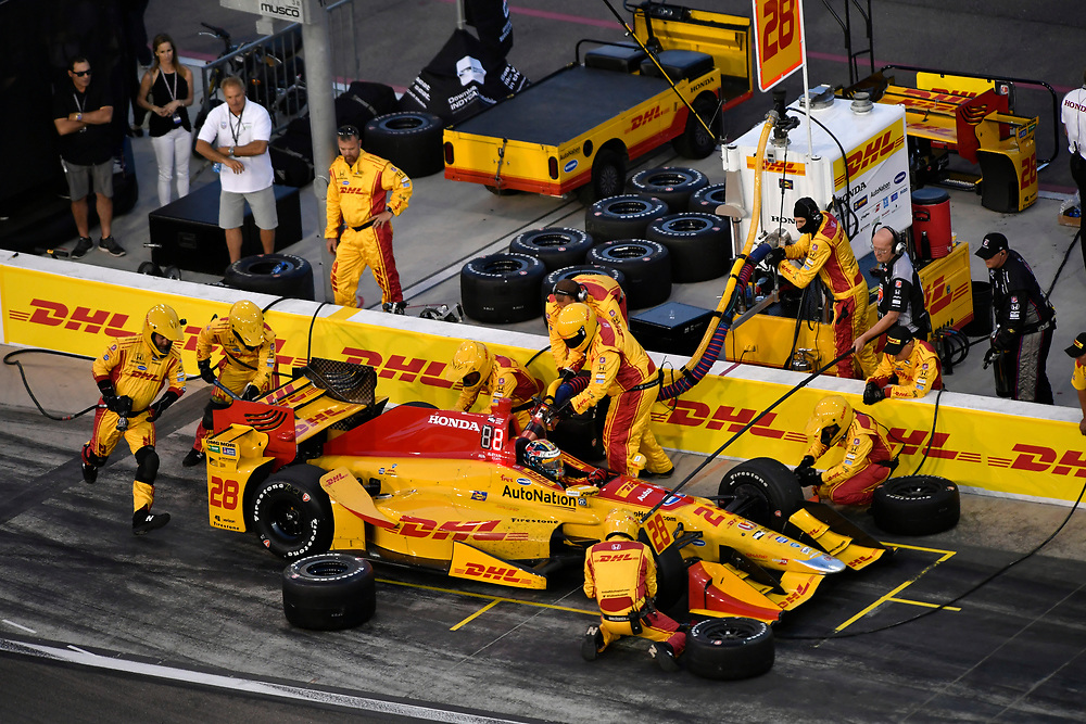 Verizon IndyCar Series<br /> Desert Diamond West Valley Phoenix Grand Prix<br /> Phoenix Raceway, Avondale, AZ USA<br /> Saturday 29 April 2017<br /> Ryan Hunter-Reay, Andretti Autosport Honda pit stop<br /> World Copyright: Scott R LePage<br /> LAT Images<br /> ref: Digital Image lepage-170429-phx-3546