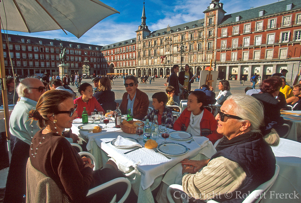 SPAIN, MADRID, MONUMENTS Plaza Mayor; cafes and activity