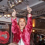 NLD/ENSCHEDE/20121223 - SERIOUS REQUEST DAG 6 - Ilse de Lange in het glazen huis