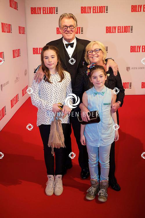 DEN HAAG - In het Afas Theater is de Nederlandse Premiere van Billy Eliot. Met hier op de foto  Jeroen Krabbé met zijn vrouw en kleinkinderen. FOTO LEVIN DEN BOER - PERSFOTO.NU