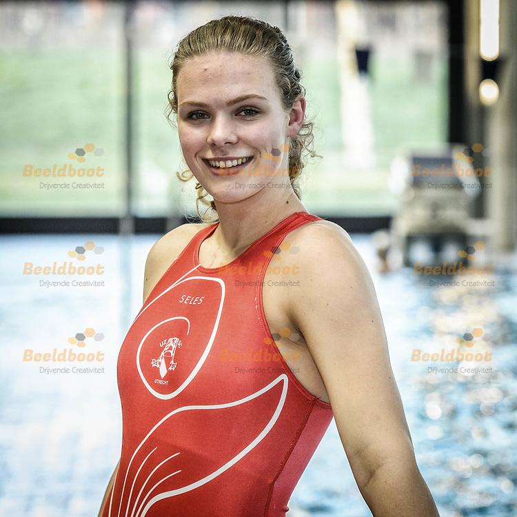 04-04-2018: Waterpolo: Waterpolozussen van Rossum in UZSC Dames 1: Utrecht<br /> <br /> (L-R) Emma en Anna van Rossum van UZSC in zwembad de Krommerijn in Utrecht<br /> <br /> Eredivisie Dames - Seizoen 2017 / 2018 <br /> <br /> Foto: Gertjan Kooij
