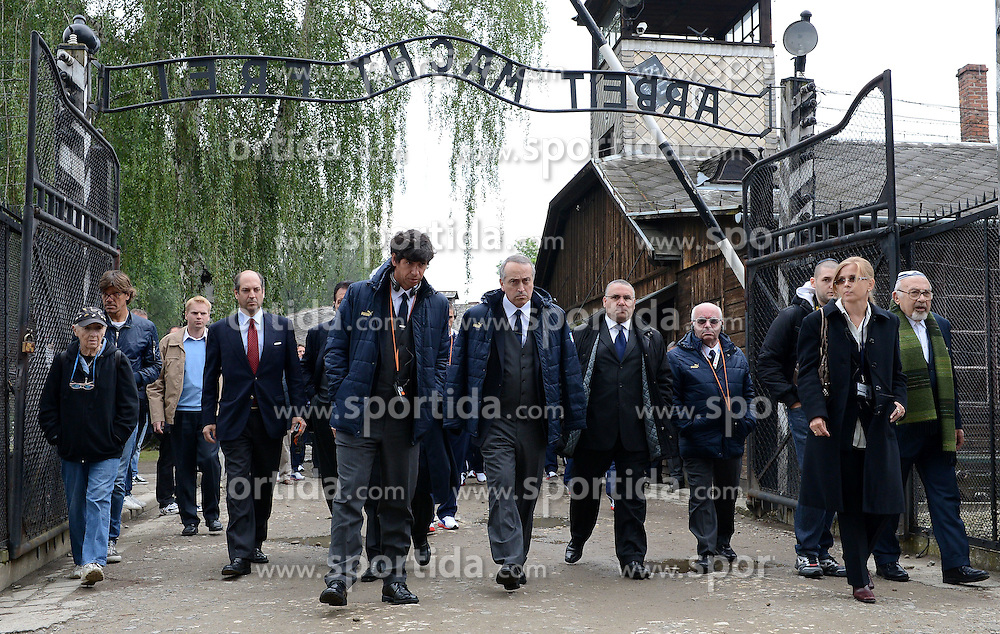 06.06.2012, NS Lager, Oswiecim, POL, UEFA EURO 2012, Italiens Nationalteam besichtigt die beiden NS Vernichtungslager Auschwitz und Birkenau, im Bild Demetrio ALBERTINI, giancarlo ABETE (Italia) Italy's national team visited the Nazi concentration camp Auschwitz and Birkenau // during the UEFA EURO 2012, Oswiecim, Poland on 06/06/2012. EXPA Pictures © 2012, PhotoCredit: EXPA/ Insidefoto/ Alessandro Sabattini..***** ATTENTION - for AUT, SLO, CRO, SRB, SUI and SWE only *****