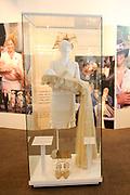 Beatrix opent tentoonstelling M&aacute;xima, 10 jaar in Nederland.//<br /> Queen Beatrix opens the exibition Maxima 10 years in the Netherlands<br /> <br /> Op de foto: De Doopjurk / Christening Clothes