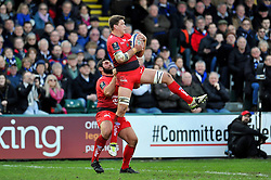 Juan Smith of Toulon claims the ball in the air - Mandatory byline: Patrick Khachfe/JMP - 07966 386802 - 23/01/2016 - RUGBY UNION - The Recreation Ground - Bath, England - Bath Rugby v RC Toulon - European Rugby Champions Cup.