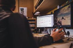 THEMENBILD - Grafiken einer Messunge auf einem Computerbildschirm am Sonnblick Observatorium, aufgenommen am 20. November 2018, Rauris, Österreich // Graphics of a measurement on a computer screen at the Observatory Sonnblick on 2018/11/20, Rauris, Austria. EXPA Pictures © 2018, PhotoCredit: EXPA/ JFK
