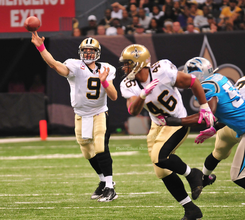 "New Orleans Saints QB throws a passto WR lance Moore for a touchdown during the game against the Carolina Panthers Sunday Oct. 3,2010.The NFL has gone ""Pink"" for October in honor of Breast Cancer Awareness. The Saints went on to win 16-14. John Carney kicked three field goals to help the Saints win. PHOTO©SuziAltman.com"