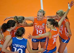 30-10-2011 VOLLEYBAL: NEDERLAND - BELGIE: ZWOLLE <br /> Nederland wint de tweede oefenwedstrijd met 3-2 van Belgie / (L-R) Caroline Wensink, Judith Pietersen, Debby Stam, Laura Dijkema<br /> ©2011-WWW.FOTOHOOGENDOORN.NL