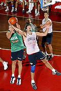 BORMIO LUGLIO 2004<br /> RITIRO PREOLIMPICO NAZIONALE ITALIANA BASKET NELLA FOTO ROBERTO CHIACIG E DENIS MARCONATO<br /> FOTO CIAMILLO-CASTORIA