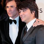 NLD/Amsterdam/20121028 - Inloop premiere nieuwe James Bond film Skyfall, Vigo Waas en zoon Milan