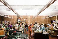 7 Novembre, 2008. Brooklyn, New York.<br /> <br /> Una parte dei residenti di Park Slope, Brooklyn, NY, fa la spesa al Food Coop, una supermercato gestito da una cooperativa. I membri, in cambio di una quota di adesione e lavorandoci 2 ore e 45 minuti al mese, possono acquistare prodotti organici ed eco-friendly a prezzi ridotti. Park Slope, spesso definito dai newyorkesi come &quot;The Slope&quot;, &egrave; un quartiere nella zona ovest di Brooklyn, New York, e confinante con Prospect Park.  Park Slope &egrave; un quartiere benestante che ha il maggior numero di nascite, la qualit&agrave; della vita pi&ugrave; alta e principalmente abitato da una classe media di razza bianca. Per questi motivi molte giovani coppie e famiglie decidono di trasferirsi dalle altre municipalit&agrave; di New York a Park Slope. Dal punto di vista architettonico, il quartiere &egrave; caratterizzato dai brownstones, un tipo di costruzione molto frequente a New York, e da Prospect Park.<br /> <br /> &copy;2008 Gianni Cipriano for The New York Times<br /> cell. +1 646 465 2168 (USA)<br /> cell. +1 328 567 7923 (Italy)<br /> gianni@giannicipriano.com<br /> www.giannicipriano.com