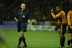 WOLVERHAMPTON, ENGLAND - Wednesday, January 21st, 2004: Wolverhampton Wanderers' Paul Ince argues with referee Barry Knight during the Premiership match against Liverpool at Molineux. (Pic by David Rawcliffe/Propaganda)