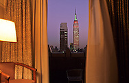New York. Room with a view in the New Yorker hotel. Elevated view on Midtown and the Empire state Building, /  vue d'en haut. Midtown , et l'empire state building.