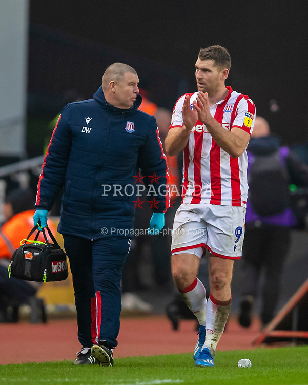 STOKE-ON-TRENT, ENGLAND - Saturday, January 25, 2020: Stoke City's Sam Vokes goes off injured during the Football League Championship match between Stoke City FC and Swansea City FC at the Britannia Stadium. (Pic by David Rawcliffe/Propaganda)
