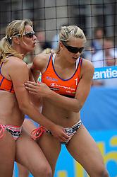 06-06-2010 VOLLEYBAL: JIBA GRAND SLAM BEACHVOLLEYBAL: AMSTERDAM<br /> In een koninklijke ambiance streden de nationale top, zowel de dames als de heren, om de eerste Grand Slam titel van het seizoen bij de Jiba Eredivisie Beach Volleyball - Laura Bloem / Rebekka de Kogel-Kadijk<br /> ©2010-WWW.FOTOHOOGENDOORN.NL