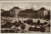 Zagreb. : Glavni kolodvor. <br /> <br /> ImpresumZagreb : Naklada: Orient, [1932].<br /> Materijalni opis1 razglednica : tisak ; 9,1 x 14,1 cm.<br /> NakladnikNaklada Orient<br /> Mjesto izdavanjaZagreb<br /> Vrstavizualna građa • razglednice<br /> ZbirkaGrafička zbirka NSK • Zbirka razglednica<br /> Formatimage/jpeg<br /> PredmetZagreb –– Trg kralja Tomislava<br /> SignaturaRZG-TOM-31<br /> Obuhvat(vremenski)20. stoljeće<br /> NapomenaRazglednica je putovala 1932. godine.<br /> PravaJavno dobro<br /> Identifikatori000953632<br /> NBN.HRNBN: urn:nbn:hr:238:618704 <br /> <br /> Izvor: Digitalne zbirke Nacionalne i sveučilišne knjižnice u Zagrebu