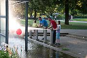Wasserspiel, Planten un Blomen,  Hamburg, Deutschland.|.water game, Planten un Blomen, Hamburg, Germany.