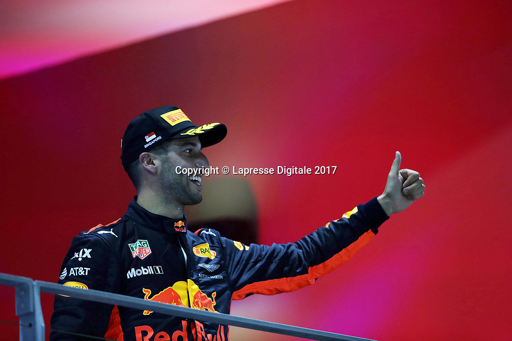 &copy; Photo4 / LaPresse<br /> 17/09/2017 Singapore, Singapore<br /> Sport <br /> Grand Prix Formula One Singapore 2017<br /> In the pic: 2nd position Daniel Ricciardo (AUS) Red Bull Racing RB13