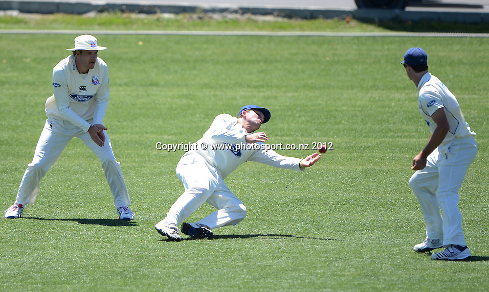 Lou Vincent drops a catch at second slip and a chance to dismiss Joseph Yovich. Plunket Shield Cricket, Auckland Aces v Northern Knights at Eden Park outer oval. Saturday 10 November 2012. Photo: Andrew Cornaga/Photosport.co.nz