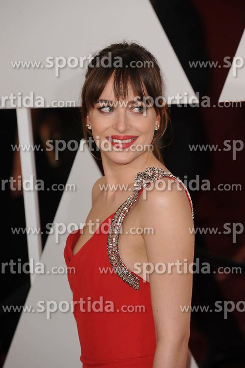 22.02.2015, Dolby Theatre, Hollywood, USA, Oscar 2015, 87. Verleihung der Academy of Motion Picture Arts and Sciences, im Bild Dakota Johnson // attends 87th Annual Academy Awards at the Dolby Theatre in Hollywood, United States on 2015/02/22. EXPA Pictures &copy; 2015, PhotoCredit: EXPA/ Newspix/ PGMP<br /> <br /> *****ATTENTION - for AUT, SLO, CRO, SRB, BIH, MAZ, TUR, SUI, SWE only*****