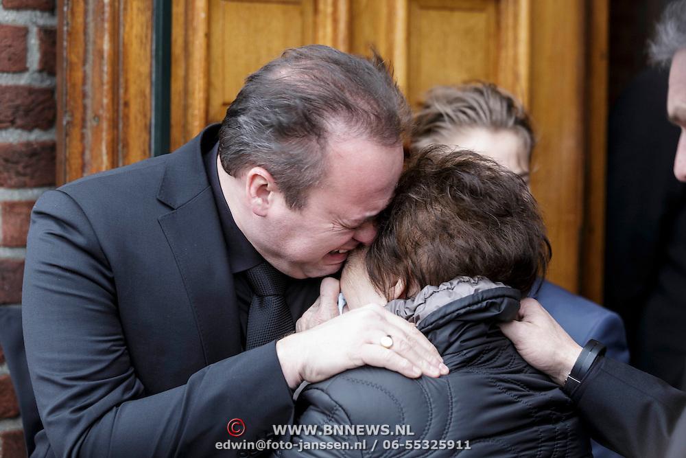 NLD/Fijnaart/20150110 - Uitvaart Chris Bauer, Frans Bauer en moeder Wies
