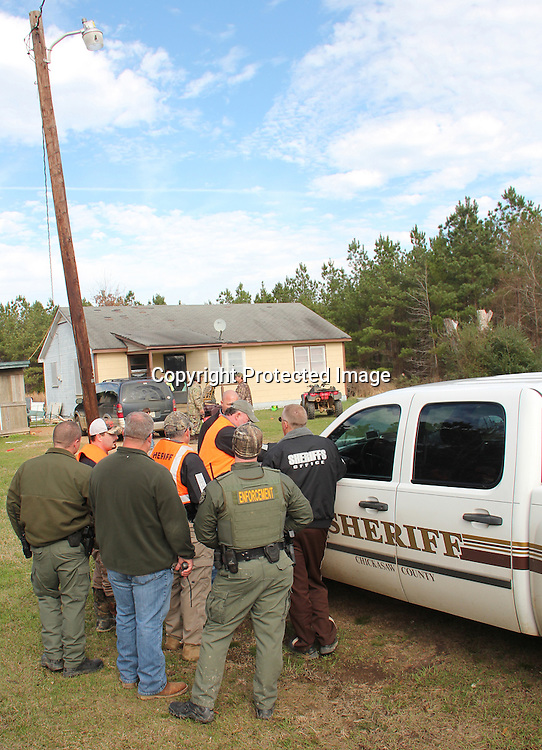(Floyd Ingram / Buy at photos.chickasawjournal.com)<br /> The Chickasaw County Sheriff's Department was on the scene of a missing child in the Thorn Community at noon Thursday, Dec. 31. Authorities searched the house, property and woods before finding the youngster about 3:40 p.m.