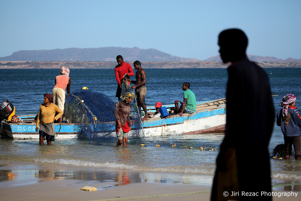 MADAGASCAR RAMENA 15AY13 - Artisanal fishermen prepare their boat and net on the beach at Ramena near Antsiranana before going to sea for a day's fishing.<br /> <br /> <br /> <br /> jre/Photo by Jiri Rezac / Greenpeace