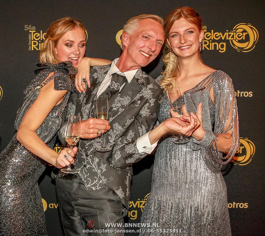 NLD/Amsterdam/20191009 - Uitreiking Gouden Televizier Ring Gala 2019, Chateau Meiland wint de Gouden televizier ring 2019, Martien Meiland  en dochters Maxime en Montana