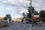 Het Pony Canyon Motel langs de snelweg door de woestijn bij Austin, Nevada.<br /> <br /> The Pony Canyon Motel near the highway in the desert at Austin, Nevada.