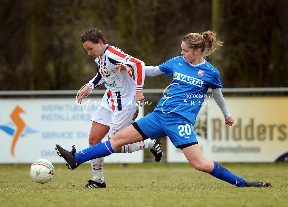 15-02-2009 Voetbal:Willem II:FC Utrecht:Tilburg<br /> Joniek Bonnes met een sliding op Jessica Torny<br /> Foto: Geert van Erven