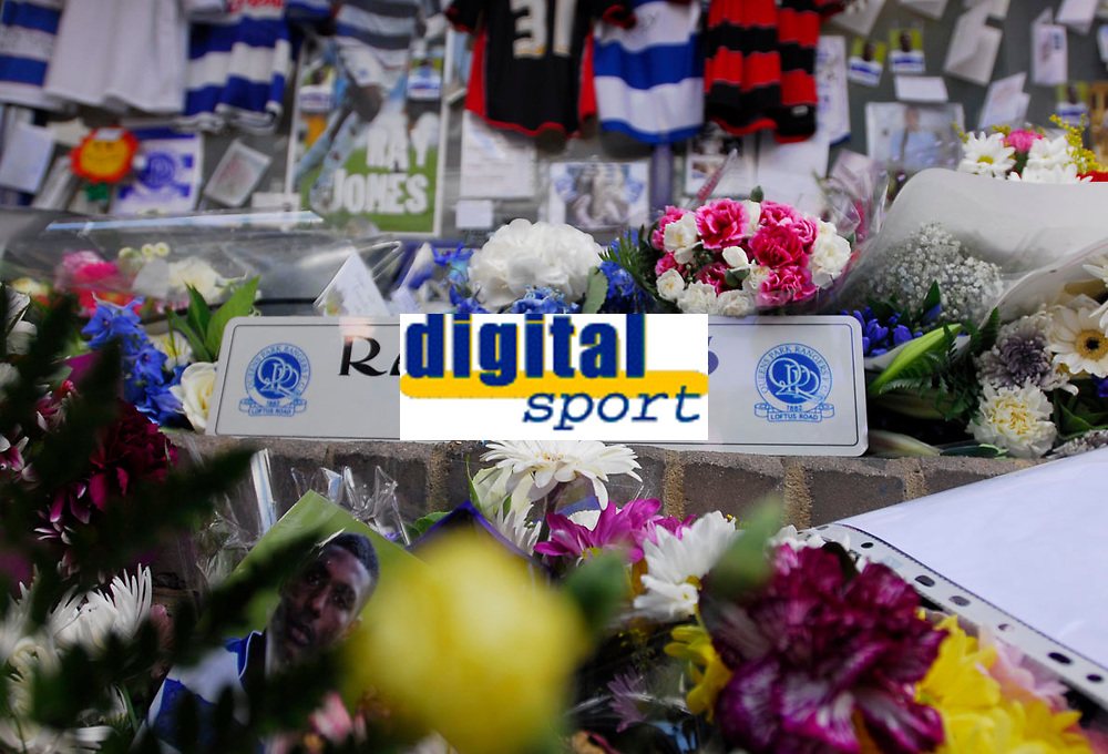 Photo: Leigh Quinnell.<br /> Queens Park Rangers v Southampton. Coca Cola Championship. 01/09/2007.<br /> Fans leave tributes outside Loftus Road to pay tribute to QPR player Ray Jones, after he died in a car crash.