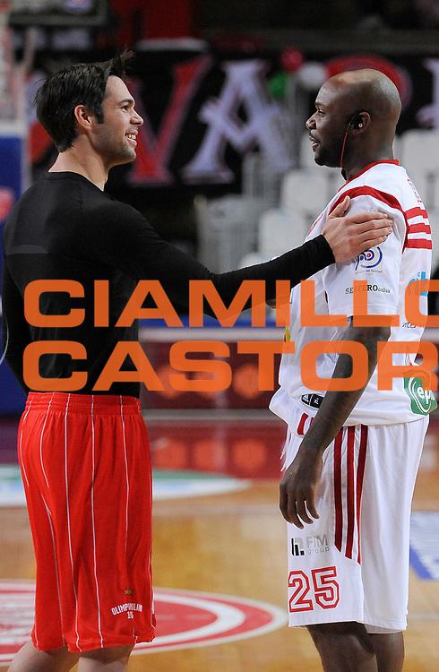 DESCRIZIONE : Varese Campionato Lega A 2013-14 Cimberio Varese EA7 Olimpia Armani Milano <br /> GIOCATORE :  Ebi Ere e Bruno Cerella<br /> SQUADRA : Cimberio Varese<br /> EVENTO : Campionato Lega A 2013-14<br /> GARA :  Cimberio Varese EA7 Olimpia Armani Milano<br /> DATA : 27/01/2014<br /> CATEGORIA :  Pre Game<br /> SPORT : Pallacanestro<br /> AUTORE : Agenzia Ciamillo-Castoria/A.Giberti<br /> Galleria : Campionato Lega Basket A 2013-14<br /> Fotonotizia : Cimberio Varese EA7 Olimpia Armani Milano<br /> Predefinita :
