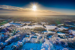© Licensed to London News Pictures. 30/01/2019. Sevenoaks, UK. The sun rises on a frozen landscape near Sevenoaks as snow hits the south east for the first time this winter. Photo credit: Peter Macdiarmid/LNP