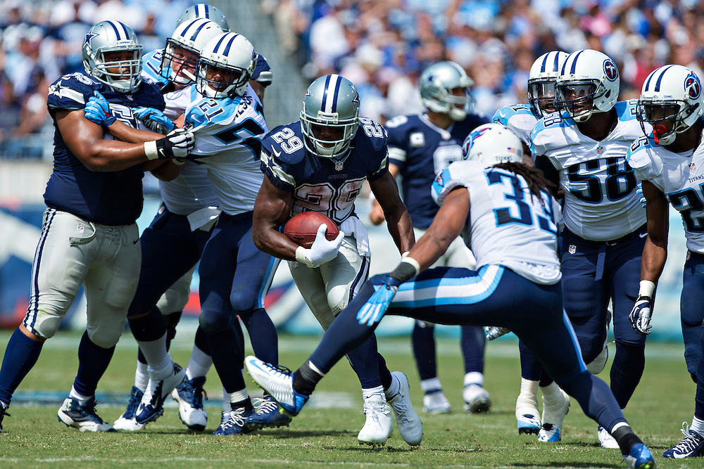 NASHVILLE, TN - SEPTEMBER 14:  DeMarco Murray #29 of the Dallas Cowboys runs the ball against the Tennessee Titans at LP Field on September 14, 2014 in Nashville, Tennessee.  The Cowboys defeated the Titans 26-10.  (Photo by Wesley Hitt/Getty Images) *** Local Caption *** DeMarco Murray