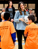 "21-10-2016 KARLSTAD SWEDEN - Princess Sofia visit ""Fritidsbanken"" is like a library but with sports and leisure equipment. Equipment can be borrowed for active recreation, such as skis, ice skates, inline skates, snowboards, and more. One can borrow for shorter or longer time, depending on what one borrows. Everyone can borrow and everything is free.  Prince Carl Philip and Princess Sofia 's official visit to Värmland 21 October 2016 COPYRIGHT ROBIN UTRECHT Prins Carl Philip en Princess Sofia 's officieel bezoek aan Värmland 21 oktober 2016"