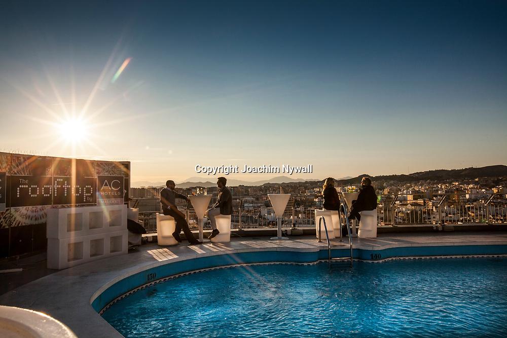 2016 02 17 Malaga Andalusien Spanien<br /> Bar och pool p&aring; ett tak i centrala Malaga<br /> <br /> ----<br /> FOTO : JOACHIM NYWALL KOD 0708840825_1<br /> COPYRIGHT JOACHIM NYWALL<br /> <br /> ***BETALBILD***<br /> Redovisas till <br /> NYWALL MEDIA AB<br /> Strandgatan 30<br /> 461 31 Trollh&auml;ttan<br /> Prislista enl BLF , om inget annat avtalas.