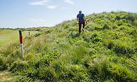 DOMBURG - Nieuwe duinen langs hole 6/15  van de Domburgsche Golf Club in Zeeland (Walcheren) .  met groen rode paaltjes. Om te voorkomen dat golfers kwetsbare gebieden betreden zijn op een aantal plaatsen in de baan rode paaltjes met groene koppen geplaatst. De paaltjes staan met name langs de ecologische gebieden. Bal  in gebied, begrensd door ROOD-GROENE palen (Hindernis) Verplicht ontwijken (Stand en ligging) MET 1 STRAFSLAG No play zones OOK NIET BETREDEN!<br /> COPYRIGHT KOEN SUYK