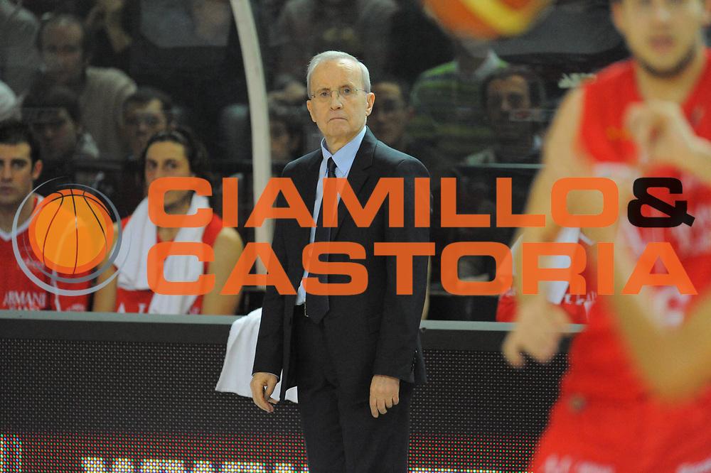 DESCRIZIONE : Cremona Lega A 2010-11 Vanoli Braga Cremona Armani Jeans Milano<br /> GIOCATORE : Dan Peterson<br /> SQUADRA :  Armani Jeans Milano<br /> EVENTO : Campionato Lega A 2010-2011 <br /> GARA : Vanoli Braga Cremona Armani Jeans Milano<br /> DATA : 09/11/2011<br /> CATEGORIA : ritratto<br /> SPORT : Pallacanestro <br /> AUTORE : Agenzia Ciamillo-Castoria/GiulioCiamillo<br /> Galleria : Lega Basket A 2010-2011 <br /> Fotonotizia : Cremona Lega A 2010-11 Vanoli Braga Cremona Armani Jeans Milano<br /> Predefinita :