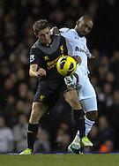 Picture by David Horn/Focus Images Ltd +44 7545 970036.28/11/2012.Jermaine Defoe of Tottenham Hotspur and Joe Allen of Liverpool during the Barclays Premier League match at White Hart Lane, London.