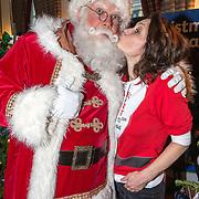 NLD/Amsterdam/20181206 - Sky Radio's Christmas Tree For Charity, Fockeline Ouwerkerk en de Kerstman