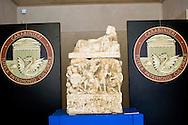 Roma 27 Giugno 2013<br /> Recuperate dai Carabinieri del comando per la Tutela del patrimonio culturale, nella zona di Perugia , ventitre urne etrusche , integre, tutte di età ellenistica (III-II secolo a.C) ed oltre tremila reperti archeologici di grande valore storico artistico. Denunciate cinque persone  per ricerche illecite, impossessamento e ricettazione di beni culturali. E' consierato il più importante recupero di arte etrusca. <br /> Urna funeraria in travertino decorata ad altorilievo e ricoperta d'oro<br /> Fine III inizio II secolo a.C.