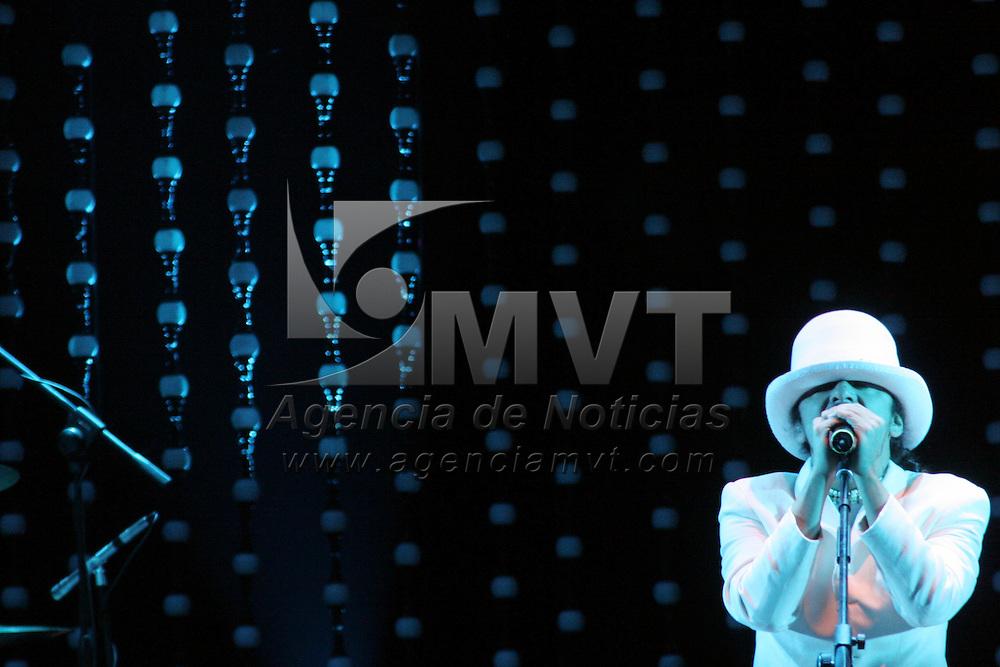 Metepec, Mex.- Café Tacuba ofreció el dia de ayer un concierto en el parque La Providencia, como parte de la promoción de su nuevo material discográfico SiNo. Agencia MVT / Arturo Rosales Chávez. (DIGITAL)<br /> <br /> NO ARCHIVAR - NO ARCHIVE