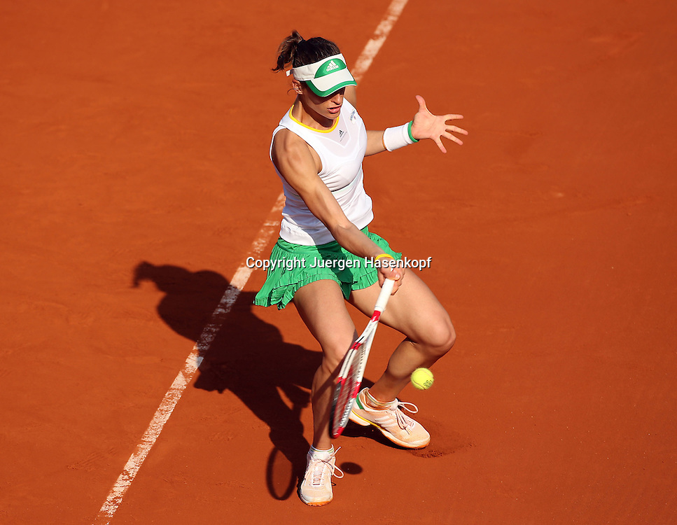 French Open 2014, Roland Garros,Paris,ITF Grand Slam Tennis Tournament,<br /> Andrea Petkovic (GER),Aktion,Einzellbild,<br /> Ganzkoerper,Querformat,von oben,
