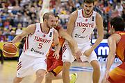 DESCRIZIONE: Berlino EuroBasket 2015 - <br /> Turkey Spain<br /> GIOCATORE: Sinan Guler<br /> CATEGORIA: Palleggio blocco<br /> SQUADRA: Turkey<br /> EVENTO: EuroBasket 2015 <br /> GARA: Berlino EuroBasket 2015 - Turkey vs Spain<br /> DATA: 06-09-2015 <br /> SPORT: Pallacanestro <br /> AUTORE: Agenzia Ciamillo-Castoria/I.Mancini <br /> GALLERIA: FIP Nazionali 2015 FOTONOTIZIA: Berlino EuroBasket 2015 - Turkey vs Spain