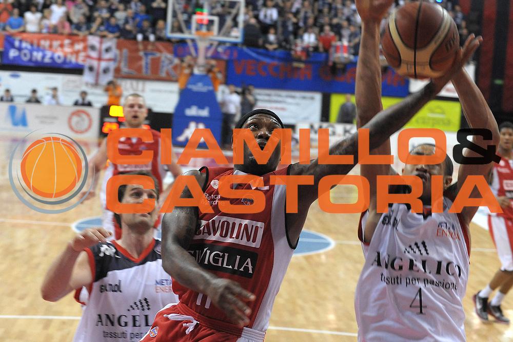 DESCRIZIONE : Biella Lega A 2010-11 Angelico Biella Scavolini Siviglia Pesaro<br /> GIOCATORE : Andre Collins<br /> SQUADRA :  Scavolini Siviglia Pesaro<br /> EVENTO : Campionato Lega A 2010-2011 <br /> GARA : Angelico Biella  Scavolini Siviglia Pesaro<br /> DATA : 27/03/2011<br /> CATEGORIA : Penetrazione Tiro<br /> SPORT : Pallacanestro <br /> AUTORE : Agenzia Ciamillo-Castoria/ L.Goria<br /> Galleria : Lega Basket A 2010-2011  <br /> Fotonotizia : Biella Lega A 2010-11 Angelico Biella Scavolini Siviglia Pesaro<br /> Predefinita :
