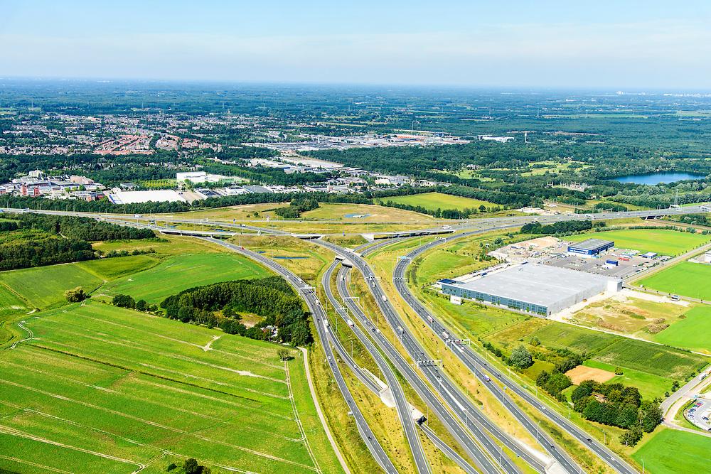 Nederland, Noord-Brabant, Eindhoven, 23-08-2016; Randweg Eindhoven, Knooppunt Batadorp. Verkeersknooppunt van de autosnelweg A2 (onder in beeld), autoweg N2 en autosnelweg A58. Half sterknooppunt.<br /> Batadorp junction, near Eindhoven.<br /> <br /> luchtfoto (toeslag op standard tarieven);<br /> aerial photo (additional fee required);<br /> copyright foto/photo Siebe Swart