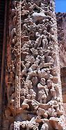 Libia, Leptis Magnia.Considerato il più bel sito romano del Mediterraneo.Basilica dei Severi,colonne scolpite interamente in rilevo, con scene che raffigurano racconti mitologici e di storia romana.Libya, Leptis Magna.Considered the best Roman site in the Mediterranean