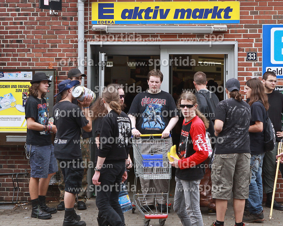 06.08.2010, Wacken Open Air 2010, Wacken, GER, 2.Tag beim 21.Heavy Metal Festival der Biernachschub laeuft ungebrochen, EXPA Pictures © 2010, PhotoCredit: EXPA/ nph/  Kohring+++++ ATTENTION - OUT OF GER +++++ / SPORTIDA PHOTO AGENCY
