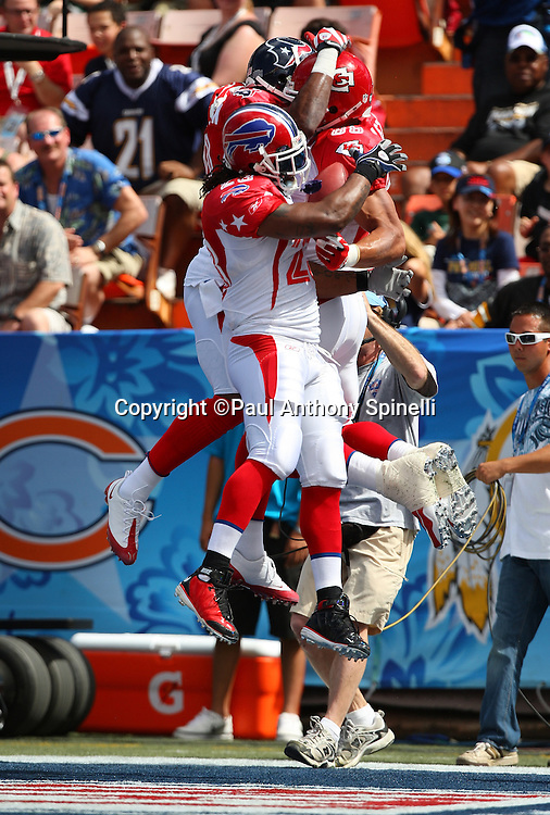 HONOLULU, HI - FEBRUARY 08: AFC All-Stars tight end Tony Gonzalez #88 of the Kansas City Chiefs leaps and celebrates with Marshawn Lynch #23 of the Buffalo Bills and another teammate after Gonzalez catches a 19 yard touchdown pass to give the AFC a 7-0 first quarter lead over the NFC All-Stars in the 2009 NFL Pro Bowl at Aloha Stadium on February 8, 2009 in Honolulu, Hawaii. The NFC defeated the AFC 30-21. ©Paul Anthony Spinelli *** Local Caption *** Tony Gonzalez;Marshawn Lynch
