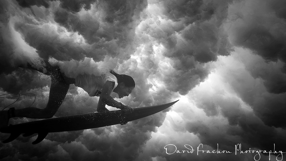 after a while trying to get good surfing shot above the water, surf went crap and i decided to have vision from under.<br /> the result was stunning, thanks to Hiromi Inoue to play the game .<br /> turning those shot in black and white just gave more intensity , it turns out a great day