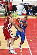 DESCRIZIONE : Firenze I&deg; Torneo Nelson Mandela Forum Italia Bulgaria<br /> GIOCATORE : Daniele Cavaliero<br /> SQUADRA : Nazionale Italia Uomini <br /> EVENTO : I&deg; Torneo Nelson Mandela Forum <br /> GARA : Italia Bulgaria<br /> DATA : 18/07/2010 <br /> CATEGORIA : passaggio penetrazione<br /> SPORT : Pallacanestro <br /> AUTORE : Agenzia Ciamillo-Castoria/C.De Massis<br /> Galleria : Fip Nazionali 2010 <br /> Fotonotizia : Firenze I&deg; Torneo Nelson Mandela Forum Italia Bulgaria<br /> Predefinita :